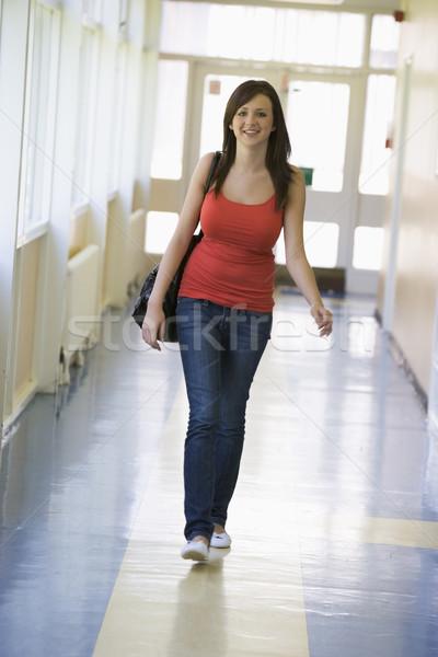 Stock fotó: Női · diák · sétál · lefelé · egyetem · folyosó