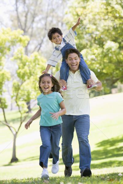 Photo stock: Homme · deux · jeunes · enfants · courir · extérieur