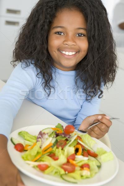Stock foto: Junge · Mädchen · Küche · Essen · Salat · lächelnd · Mädchen
