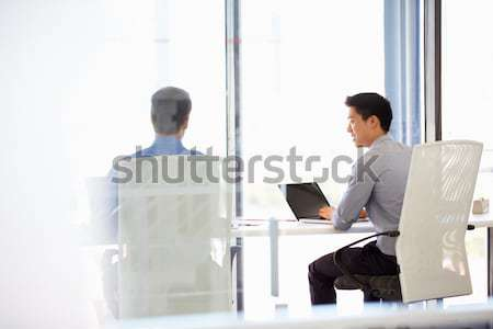 Orta doğu adam kadın konuşma iş toplantısı çalışma Stok fotoğraf © monkey_business