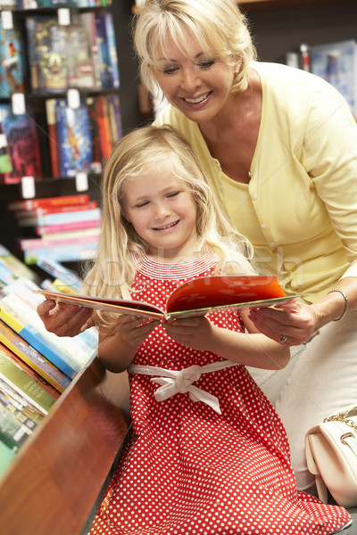 Abuela librería negocios mujer nina nino Foto stock © monkey_business