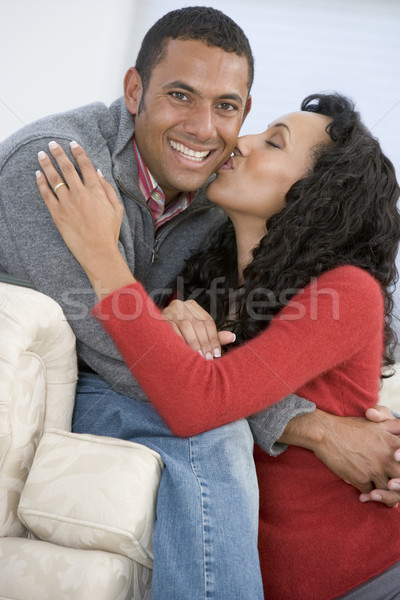 Couple salon baiser souriant homme heureux Photo stock © monkey_business