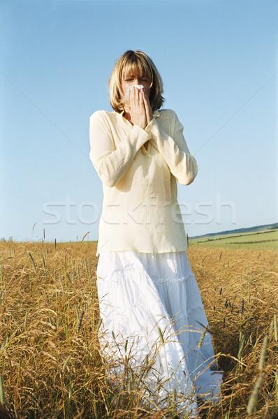 Mujer sonarse la nariz salud campo enfermos frío Foto stock © monkey_business