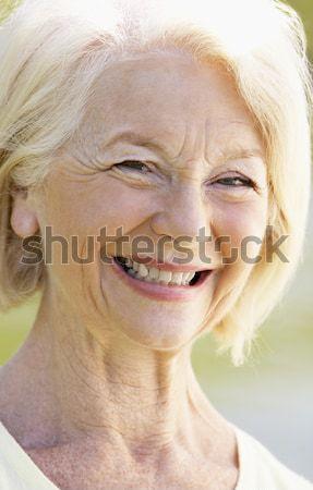 Retrato senior mulher sorrindo alegremente mulher feliz Foto stock © monkey_business