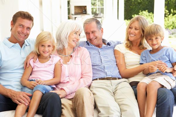 Сток-фото: расширенной · семьи · расслабляющая · вместе · диван · женщину · семьи
