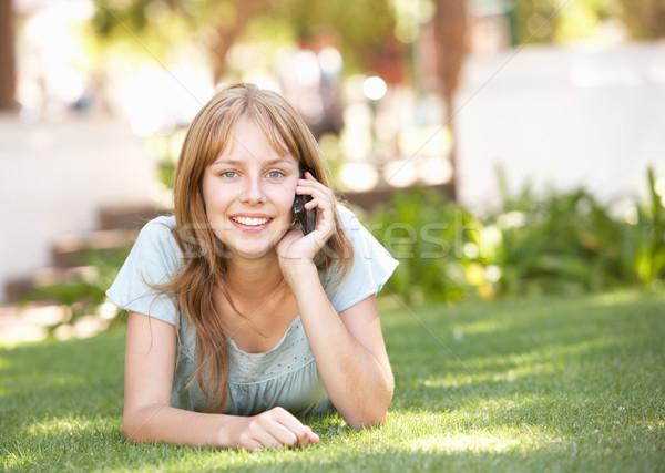 Сток-фото: парка · мобильного · телефона · Дать · мобильных