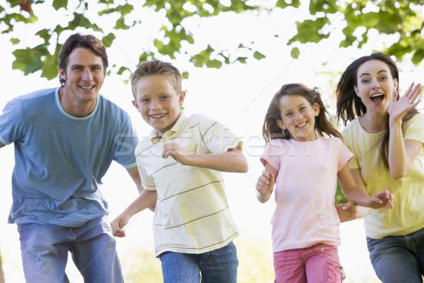 ストックフォト: 家族 · を実行して · 屋外 · 笑みを浮かべて · 少女 · 少年