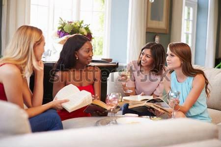 Jonge vrouwen genieten thee cafe vrouwen praten Stockfoto © monkey_business