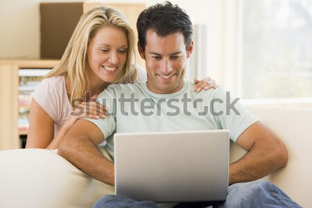 Photo stock: Couple · salon · utilisant · un · ordinateur · portable · souriant · ordinateur · homme
