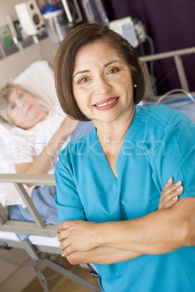 Orvos áll keresztbe tett kar szoba nők kórház Stock fotó © monkey_business