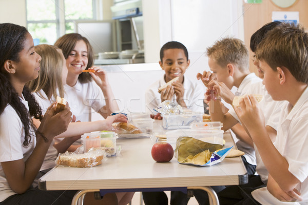Schoolkinderen genieten lunch school cafetaria voedsel Stockfoto © monkey_business