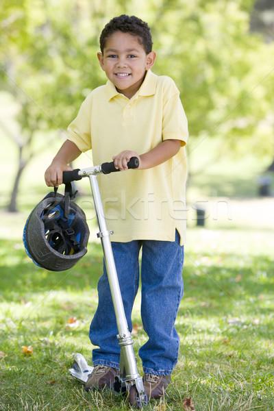 Stock foto: Freien · Roller · lächelnd · Kinder · Kind