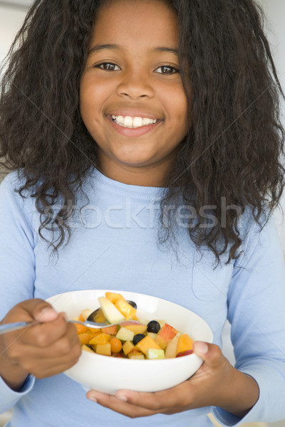 Сток-фото: кухне · еды · чаши · фрукты · улыбаясь