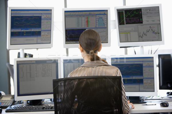 Stock commerciante guardando multipla computer ufficio Foto d'archivio © monkey_business