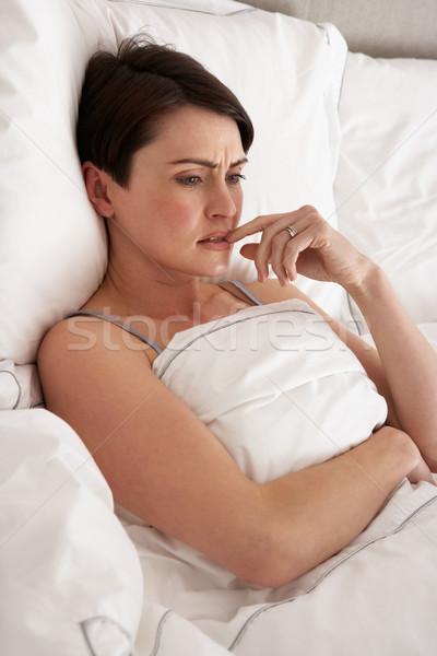 女性 目が覚める ベッド ベッド ストックフォト © monkey_business