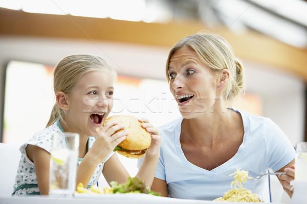 Anya lánygyermek ebéd együtt bevásárlóközpont nő Stock fotó © monkey_business