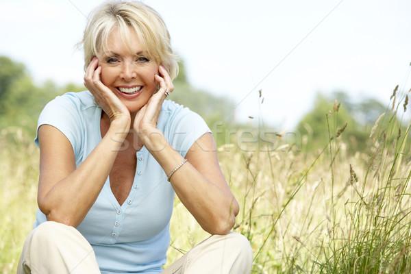 Zdjęcia stock: Portret · starsza · kobieta · posiedzenia · kobieta · trawy