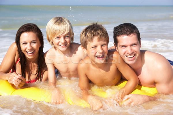 Giovani famiglia posa spiaggia donna acqua Foto d'archivio © monkey_business
