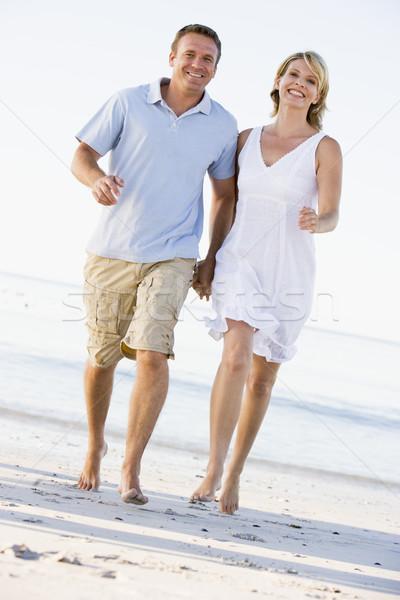 カップル ビーチ 手をつない 笑みを浮かべて 女性 男 ストックフォト © monkey_business