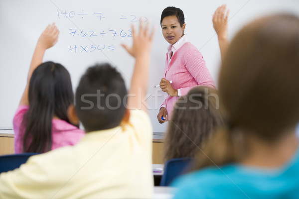 Foto stock: Escola · primária · matemática · classe · professor · mulher · menina