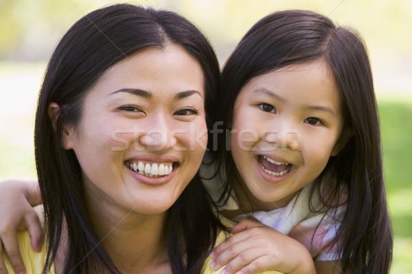 Femme jeune fille extérieur femme souriante souriant Photo stock © monkey_business