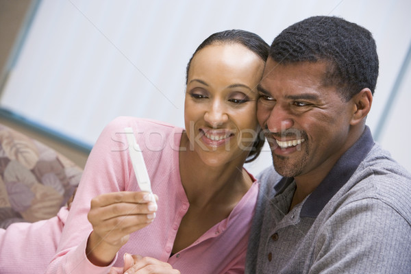 Couple maison test de grossesse positif enceintes couleur Photo stock © monkey_business