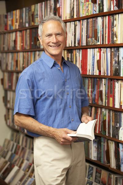 Masculina cliente librería libro hombre retrato Foto stock © monkey_business