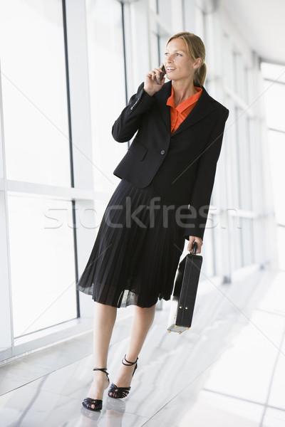 деловой женщины ходьбе коридор говорить сотовый телефон бизнеса Сток-фото © monkey_business