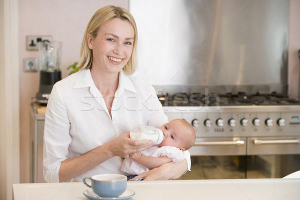 Madre baby cucina caffè sorridere Foto d'archivio © monkey_business