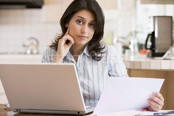 Kadın mutfak dizüstü bilgisayar bilgisayar kadın teknoloji Stok fotoğraf © monkey_business