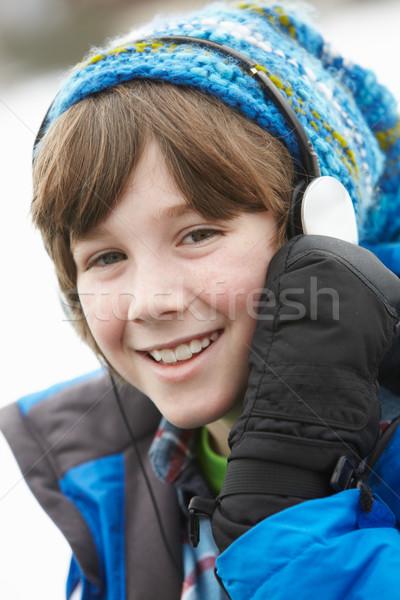Jongen hoofdtelefoon luisteren naar muziek winter kleding Stockfoto © monkey_business
