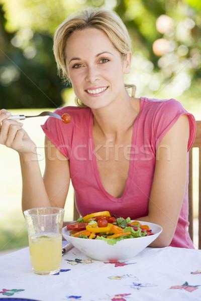 Stockfoto: Vrouw · genieten · salade · tuin · home · drinken