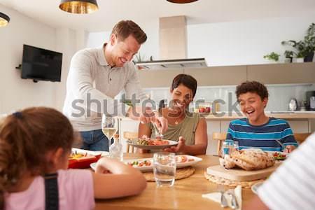 Zdjęcia stock: Grupy · młodych · znajomych · śniadanie · nowoczesne · kuchnia