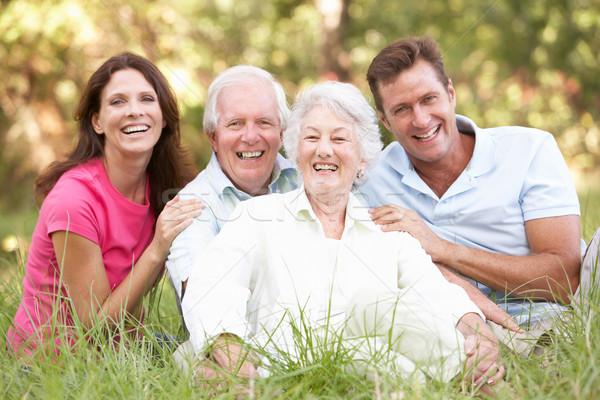 Photo stock: Couple · de · personnes · âgées · augmenté · up · enfants · parc · homme
