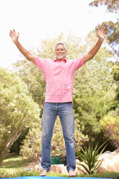 Senior man springen trampoline tuin persoon Stockfoto © monkey_business