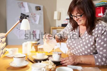 Stock fotó: Nő · buli · torta · étel · asztal · mosolygó · nő