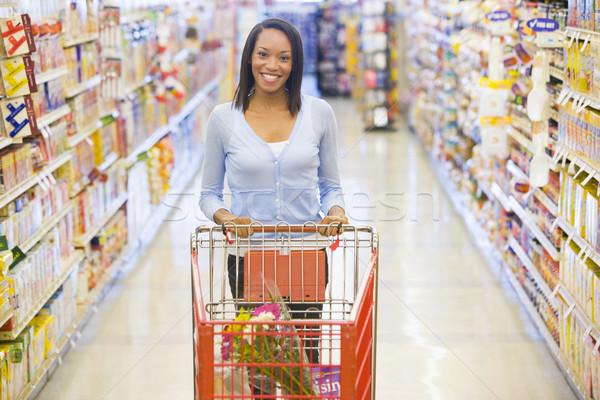 Foto stock: Mulher · empurrando · supermercado · corredor · comida · feliz
