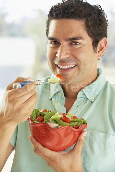ストックフォト: 成人 · 男 · ボウル · サラダ · 笑みを浮かべて
