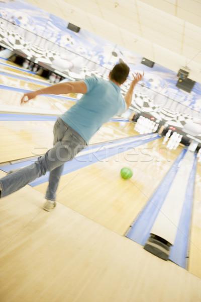Stockfoto: Man · bowling · achteraanzicht · sport · kleur · beweging