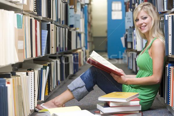 Egyetemi hallgató dolgozik könyvtár női diák ül Stock fotó © monkey_business