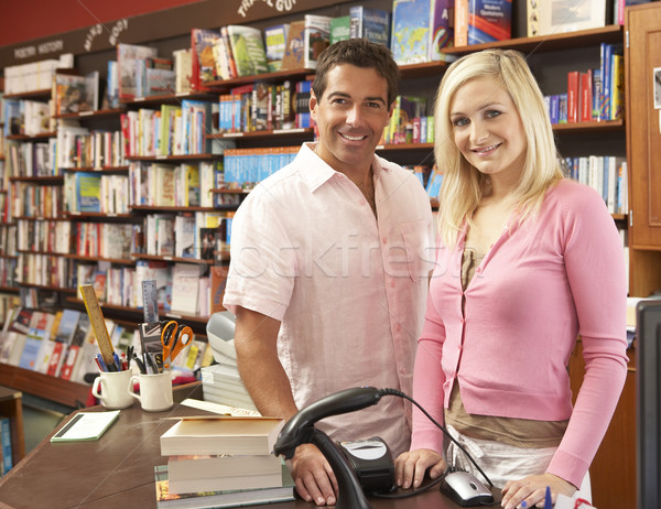 Couple courir librairie femme magasin magasin Photo stock © monkey_business