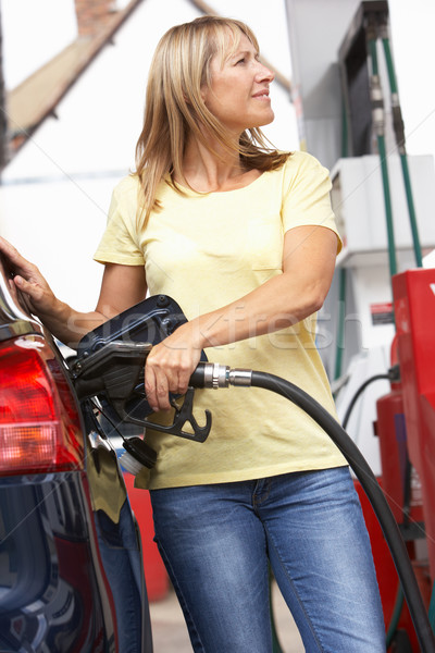 Pormenor feminino enchimento carro diesel gasolina Foto stock © monkey_business