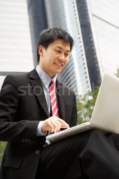 Cinese imprenditore lavoro laptop fuori ufficio Foto d'archivio © monkey_business