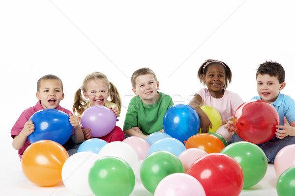 Groupe jeunes enfants studio ballons heureux Photo stock © monkey_business