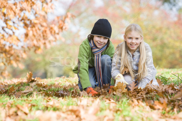 Deux enfants laisse arbre Photo stock © monkey_business