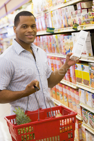 Jeune homme épicerie Shopping supermarché alimentaire homme Photo stock © monkey_business
