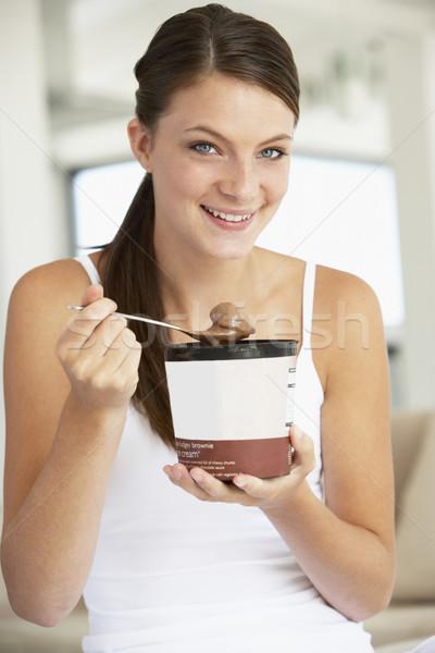 Fiatal nő eszik csokoládé fagylalt boldog mosolyog Stock fotó © monkey_business