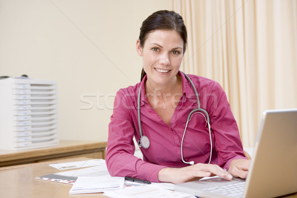 врач используя ноутбук улыбаясь медицинской ноутбука Сток-фото © monkey_business