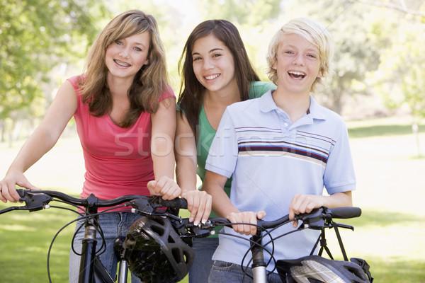 Adolescentes bicicletas amigos ninas ejercicio bicicleta Foto stock © monkey_business
