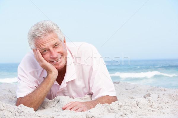 Kıdemli adam rahatlatıcı plaj deniz Stok fotoğraf © monkey_business